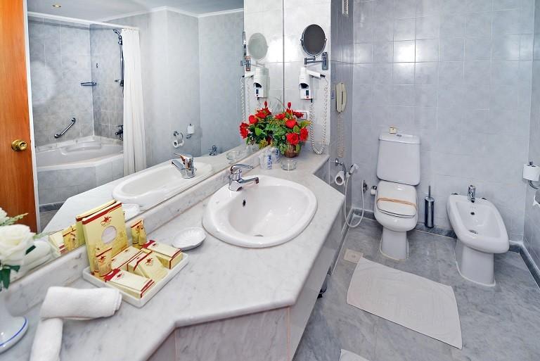 Sea Star Beau Rivage Hotel-Hurghada- room-Junior -Suite-bathroom