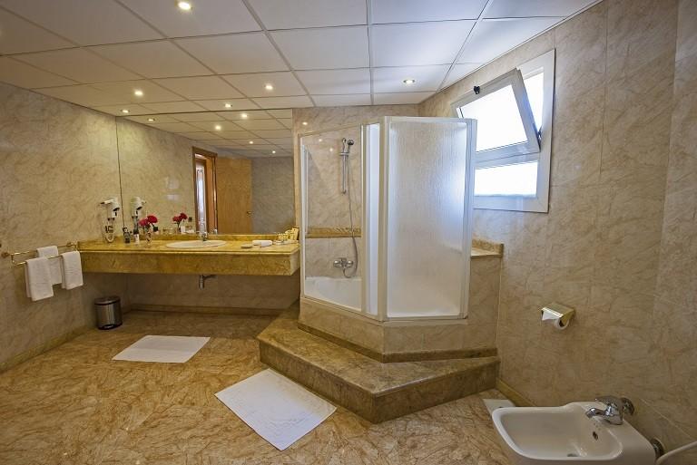 Sea Star Beau Rivage Hotel-Hurghada- room-Royal Suite-bathroom-2