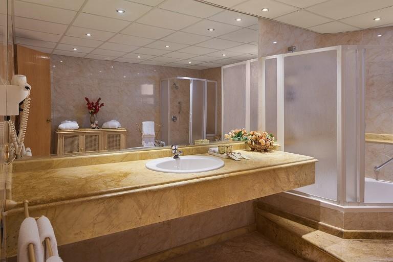 Sea Star Beau Rivage Hotel-Hurghada- room-Royal Suite-bathroom